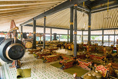 YOGYOKARTA, JAVA 20 DE MARÇO DE 2016: Palácio do sultanato em Yogyakarta - lugar da música no palácio para a orquestra real Fotografia de Stock