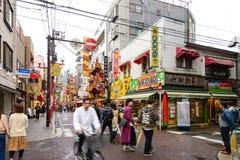 Yokohama, Ιαπωνία - Arpil 8, 2017: η επίσκεψη τουριστών σε Chinatown Στοκ φωτογραφία με δικαίωμα ελεύθερης χρήσης