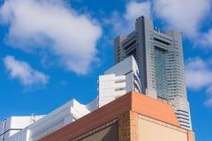 YOKOHAMA, JAPÓN, NOV 12mo, 2015 Foto editorial en Minato Mirai de la torre de la señal en la ciudad de Yokohama Fotografía de archivo libre de regalías