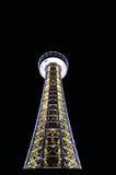Yokohamaen Marine Tower på natten Fotografering för Bildbyråer