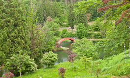 Yokote城堡,秋田县,日本红色桥梁  免版税库存照片