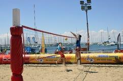 Yolleyball sulla spiaggia. Fotografia Stock