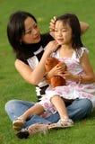 Yong-Frau und ihre Tochter no.3 Stockbild