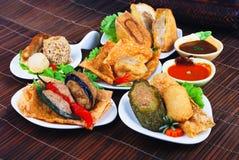 Yong Tau Fu. Aziatische keuken van gevuld vissendeeg royalty-vrije stock foto's