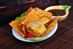 Yong Tau Fu. Stoppad asiatisk kokkonst av fiskpaste Fotografering för Bildbyråer