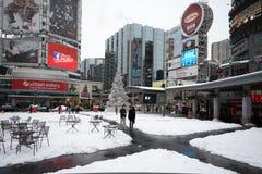 Yonge и Dundas придают квадратную форму после снежка Стоковое Фото