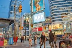 Yonge-Dunda广场在多伦多在加拿大 图库摄影