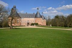 Yonne, το γραφικό κάστρο Αγίου Fargeau Στοκ εικόνα με δικαίωμα ελεύθερης χρήσης