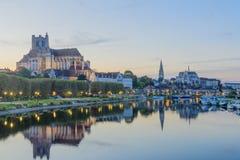Yonne flod och kyrkor, i Auxerre Fotografering för Bildbyråer