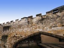 York är en walled stad som placeras på confluencen av floderna Ouse och Foss i norr Yorkshire, England Royaltyfri Bild
