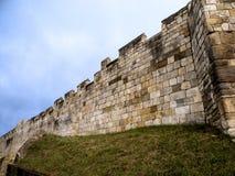 York är en walled stad som placeras på confluencen av floderna Ouse och Foss i norr Yorkshire, England Royaltyfri Fotografi
