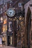 York, calle de Inglaterra y reloj Fotografía de archivo libre de regalías
