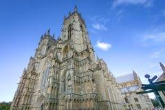 York Förenade kungariket - Sept 17 2011: En sikt för tre fjärdedel av den York domkyrkan arkivfoto