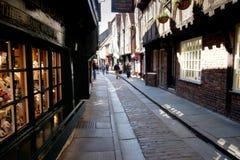 York-heilloser Durcheinander, mittelalterliche Einkaufsstraße Stockfotos
