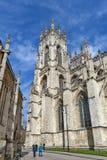 York Minster, la cathédrale historique construite en style architectural gothique et point de repère de la ville de York en Angle Photographie stock
