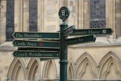 York, segnali stradali BRITANNICI fotografia stock libera da diritti
