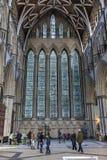 YORK UK - MARS 30: Målat glassfönstret för fem systrar på th Arkivfoto