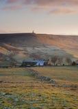 Yorkshire-Bauernhaus am eisigen Herbstabend Stockbild