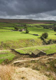 Yorkshire dales stone shepherd hut above valley Stock Photo