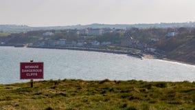 Yorkshire kust och tecken: Akta sig farliga klippor Royaltyfria Bilder