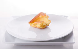 Yorkshire pudding op witte platen royalty-vrije stock foto's