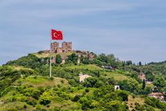 Yorus Casle, en bysantinsk förstörd slott, ovanför den Anadolu Kavagi byn royaltyfri bild