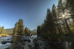Yosemite ängsolnedgång royaltyfria bilder