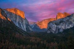 Yosemite & ηλιοβασίλεμα στοκ εικόνα