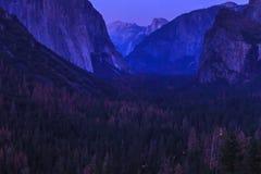 Yosemite τη νύχτα Στοκ φωτογραφίες με δικαίωμα ελεύθερης χρήσης