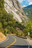 Yosemite изогнул дорогу Стоковое Фото