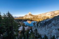 Yosemite backcountry bij gouden uur stock foto's
