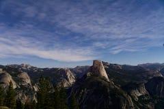 Yosemite bij nacht stock foto
