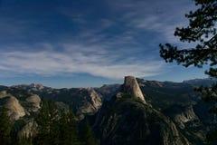 Yosemite bij nacht stock afbeelding