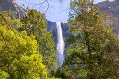 Yosemite Bridalveil nedgångvattenfall Kalifornien Arkivbild