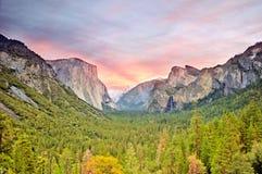 Yosemite dal på solnedgången Fotografering för Bildbyråer