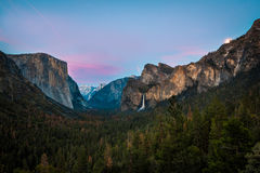 Yosemite dal - solnedgång Royaltyfri Bild