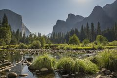 Yosemite dolina i Merced rzeka obrazy royalty free