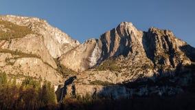 Yosemite Falls ad alba immagini stock libere da diritti