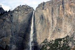 Yosemite Falls, cittadino, parco, vista di California dal ponte di oscillazione Fotografie Stock Libere da Diritti