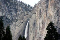 Yosemite Falls, cittadino, parco, vista di California dal villaggio del curry Immagine Stock Libera da Diritti