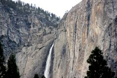Yosemite Falls, cittadino, parco, vista di California dal villaggio del curry Fotografia Stock
