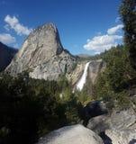 Yosemite Falls en resorte imagen de archivo