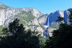 Yosemite Falls från denmil slingan, Yosemite, Yosemite nationalpark Arkivfoton