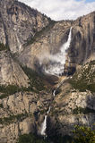Yosemite Falls im Wind Stockfoto