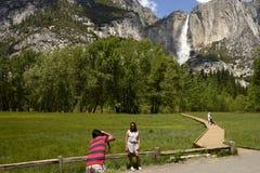 YOSEMITE FALLS, YOSEMITE NATIONALPARK, KALIFORNIEN, USA - 16. Mai 2016 Lizenzfreies Stockbild