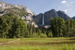 Yosemite Falls no parque nacional de Yosemite, Californ Fotografia de Stock