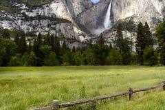 YOSEMITE FALLS, PARCO NAZIONALE DI YOSEMITE, CALIFORNIA, U.S.A. - 16 maggio 2016 fotografie stock
