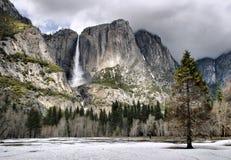 Yosemite Falls pendant l'hiver Photos libres de droits