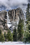 Yosemite Falls superior no inverno Fotos de Stock Royalty Free