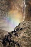 Yosemite- Fallsregenbogen Stockfotografie